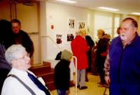 images/Galleries/bobleach/2-bob leach conducts friendly qa-3-19-05-frank hague slide show  photographic exhibition.jpg